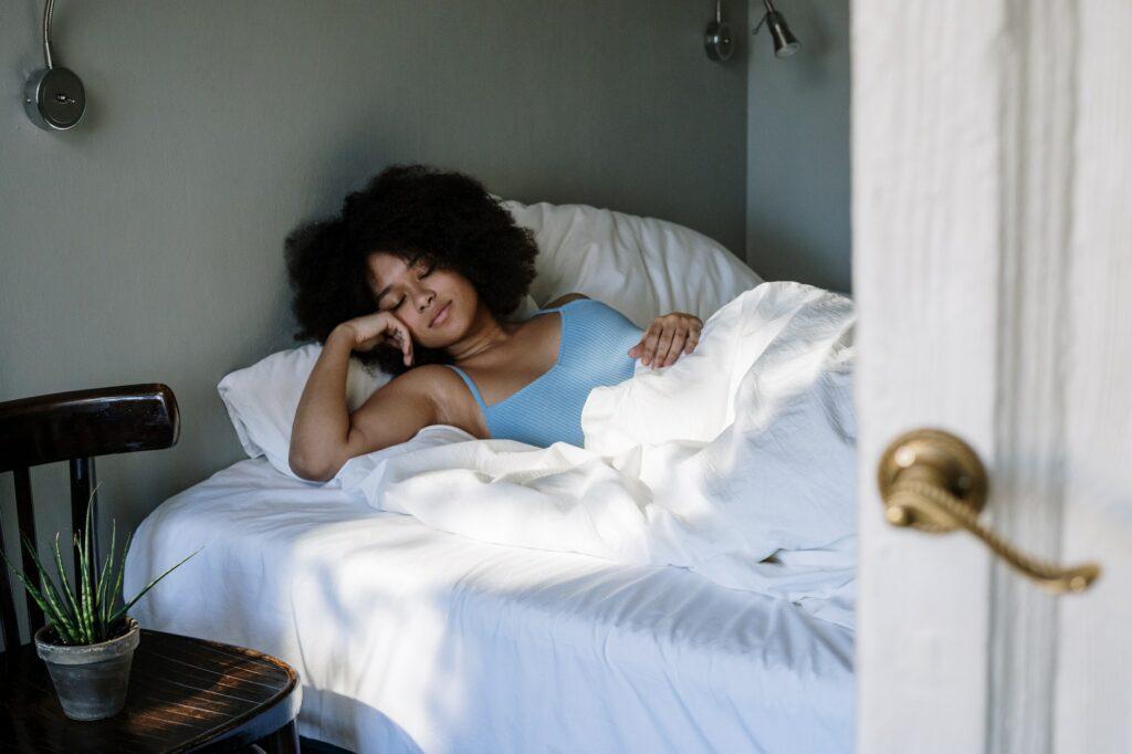 Slapen Met Krullen: Zo Blijven Ze Mooi
