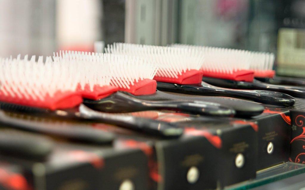 brush-red-vehicle-color-nikon-depthoffield-hairbrush-denman-personal-computer-hardware-483391-1024x640